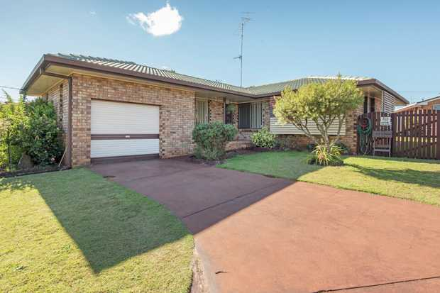 This property should appeal to first home buyers, retirees and investors.  Approaching the propert...