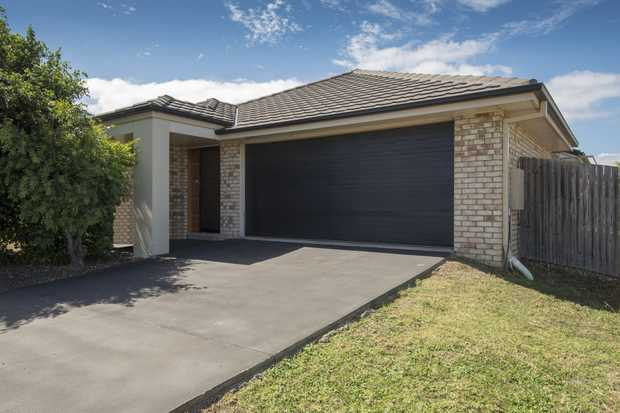 Here is a no fuss, low-maintenance 4 bedroom modern home in a good location close to new aged-care a...