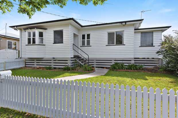 Situated behind the white picket fence is a stunning 3 bedroom home close to the greens of the City...