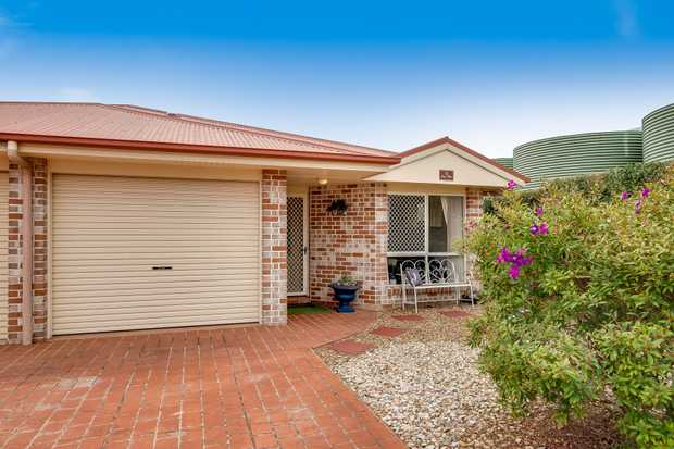 - 3 built-in bedrooms