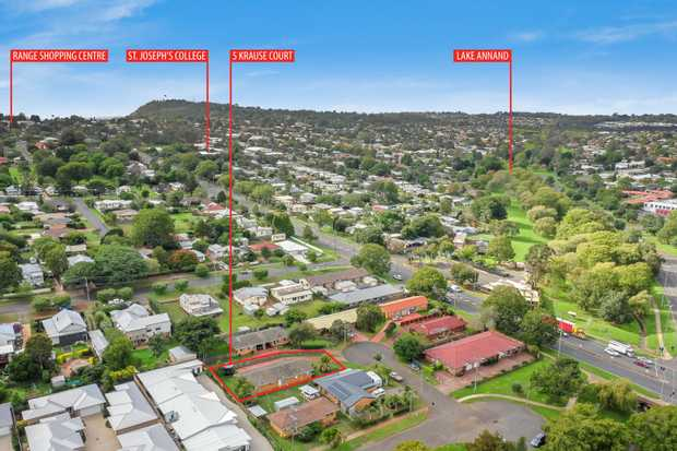 - Brick and tile duplex - Currently returning $455 per week - 701m2 allotment  Each unit...