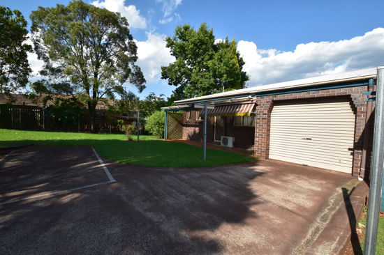 This solid lowset brick unit is situated in a small complex close to USQ, schools, shops, parks & pu...