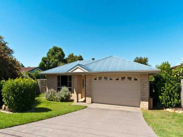 This lowset brick home located in Darling Heights is close to parks, public transport spots, conveni...
