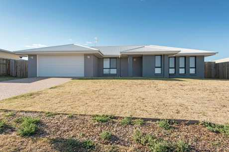 Don't miss out on this spacious, modern home located in the Newman Estate in Wyreema.  Located only 15...
