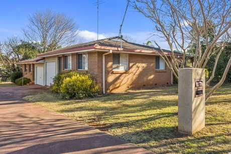 A fantastic buy for the Investor, or if you are looking to break into the market. This duplex is...