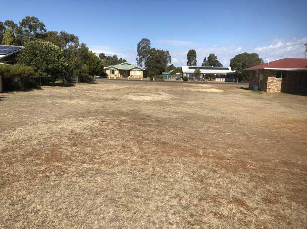 This 800m2 allotment is one of the rare parcels of land with red soil in Clifton as most in the area...