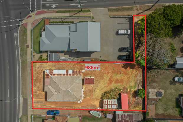 - 986m2 allotment with access available off Ruthven and Jellicoe Streets