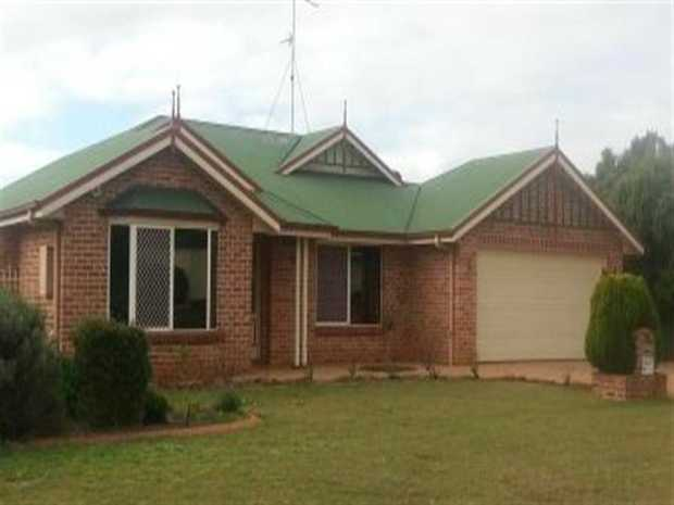 This lowset with colourbond roof home is located in the much desired suburb of Middle Ridge. It is c...