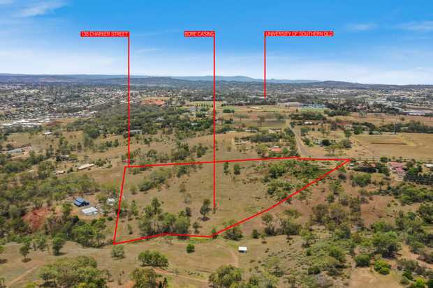 Perfectly located just 9 kilometres to the Toowoomba CBD, this 7.5 acre allotment provides a variety...