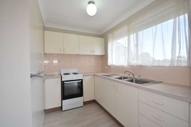 This two story, tidy town house is ideally located walking distance to Toowoomba city centre, Grand...
