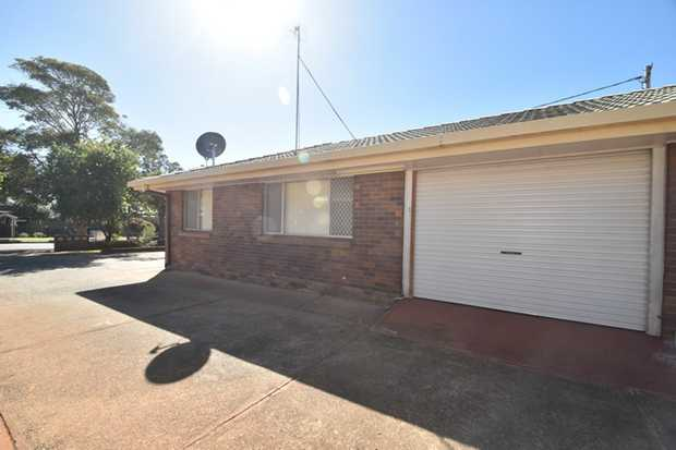 Situated in Harristown in a small complex of 6 this lowset brick unit is located close to schools an...