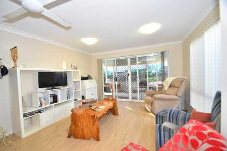 This neat and tidy, lowset brick home in a duplex within close proximity to shops, parks and public...