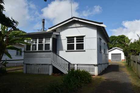 Come home to this cosy house located in convenient Newtown, close to all amenities. It comprises 2...
