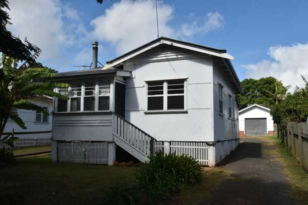 Come home to this cosy house located in convenient Newtown, close to all amenities. It comprises 2 d...