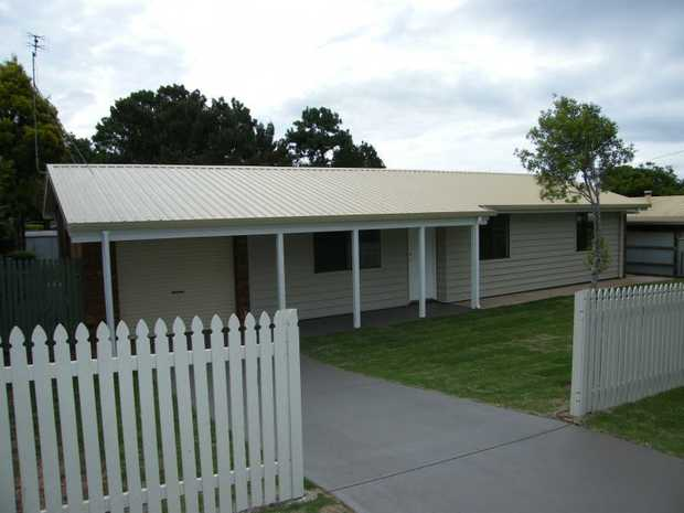 This lowset, 3 bedroom timber home positioned in Wilsonton has been recently upgraded and is a must to...