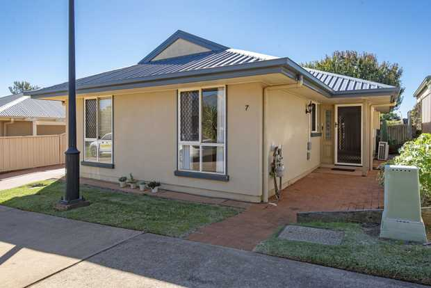 An insulated 2 bedroom low maintenance home located in Kingfisher Gardens Lifestyle Village would be an...