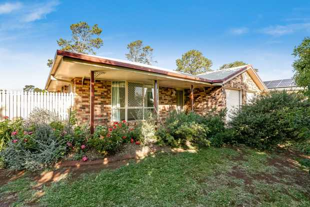 - 4 carpeted built-in bedrooms - Tidy kitchen with adjacent dining room - Casual lounge room plus...