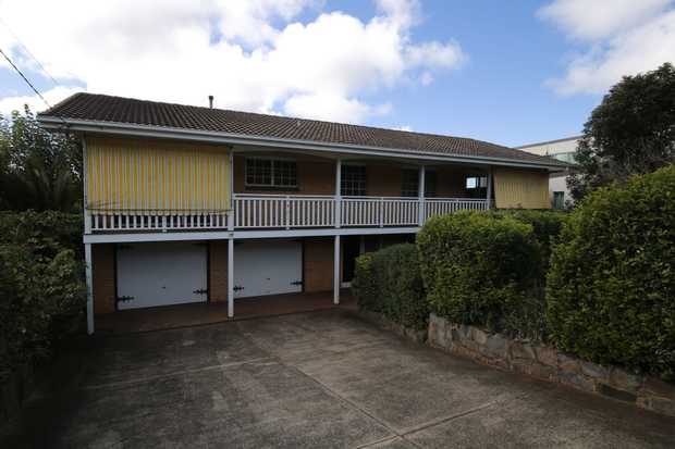 Located in a quiet location in Rangeville with fantastic Range side view, this 2 storey brick & tile...