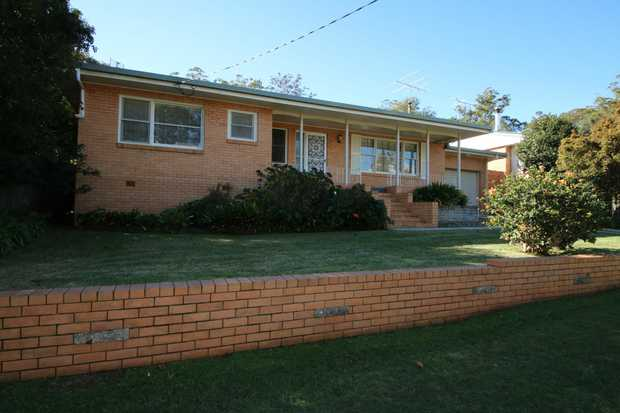 Step inside this delightful immaculately presented brick house located in ever popular Mount Lofty.  ...