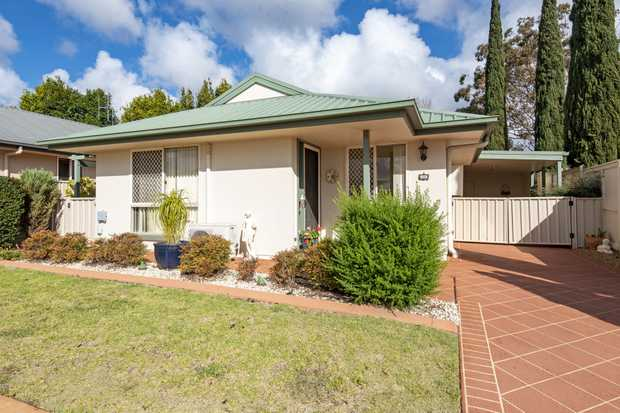 This 3 bedroom house is located in Kingfisher Gardens Lifestyle Village and would be the perfect place...