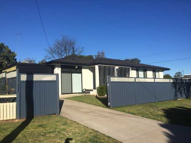 Beautifully , recently renovated 3 bedroom house , stone throw from Toowoomba CBD, 