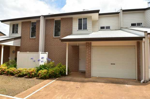 Beautiful modern split level townhouse in a great location in Newtown is close to schools, major...