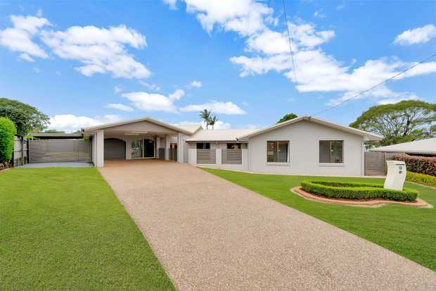 This fantastic and inviting large family home, set of a decent size block of 841m2 offers the right mix...