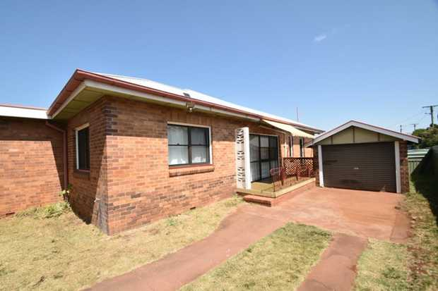 This semi lowset 3 bedroom brick home is ideally located in East Toowoomba and offers close proximity...
