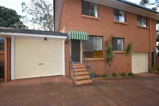 This tidy one highset one level 2 bedroom  brick unit is situated to the rear of a quiet complex of 6...