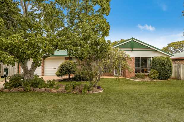 - Quality Gordon Bourke built home - 4 carpeted bedrooms (3 built-in and master with renovated...