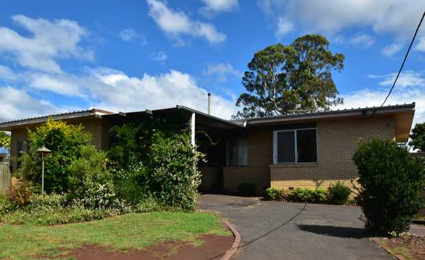 Conveniently located close to The Ridge Shopping Centre, Middle Ridge Park & Martin Luther Primary...