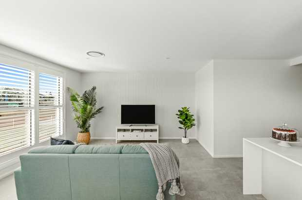 WAS $569k ... NOW $565k    WITH 1 SOLD, this is the FINAL VILLA here.  GLAMOUR has been...