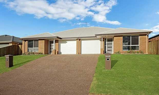 This fantastic low set designer build Arden Vale duplex unit has a very large air conditioned open plan...
