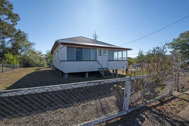 This sturdy property has a southerly aspect and sits on a fully fenced 809m².  If you've got the...