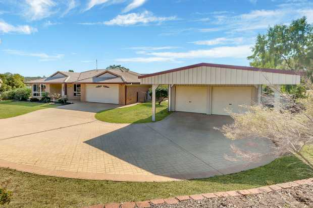 If you are looking for a HUGE home plus SHED then this home is a must inspect.  From the moment you...