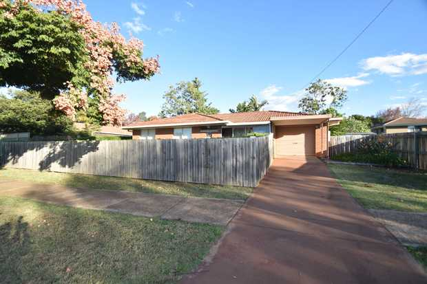 Overlooking Wine Drive park and positioned close to local schools, sporting complexes, shops, and...
