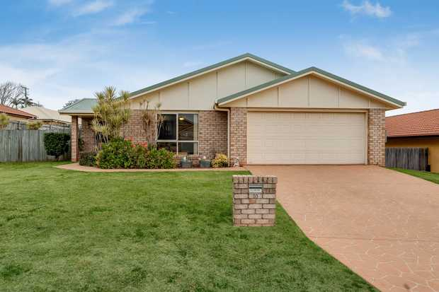 - 4 carpeted, built-in bedrooms - Formal lounge room with ceiling fan and gas point - Tidy kitchen...