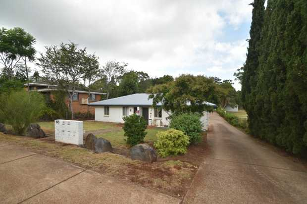 This lowset brick unit set in beautiful Mount Lofty is located within minutes to the city centre, major...