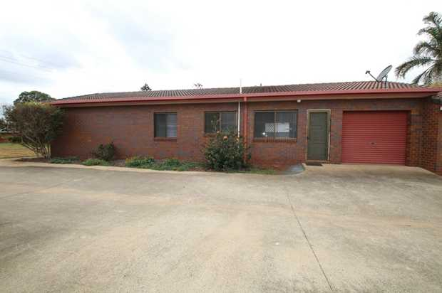 This lowset unit in Wilsonton is located at the front of a 6 unit complex.  Unit features: -It has 3...