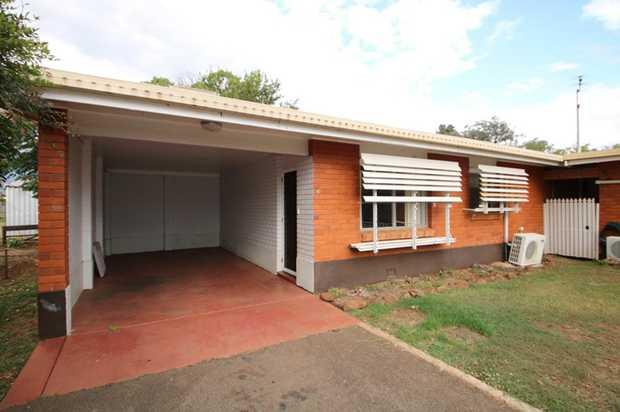Positioned in a quiet cul-de-sac, this comfortable 2 bedroom brick unit in a convenient location close...