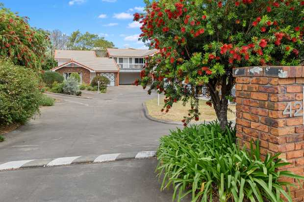 A uniquely designed and classically styled unit in the prime North-East aspect of the complex, captures...