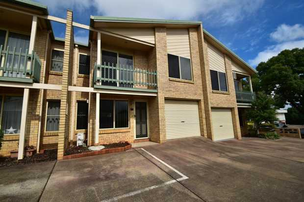 This well presented modern townhouse in South Toowoomba is located close to the Toowoomba Base...