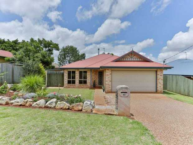This lowset brick home with Colorbond roof, on the north side of town, is located only minutes from...