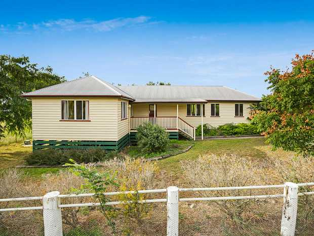 :: Outside pets permitted   This lowset weatherboard home situated in Greenmount, 20 minutes south of...