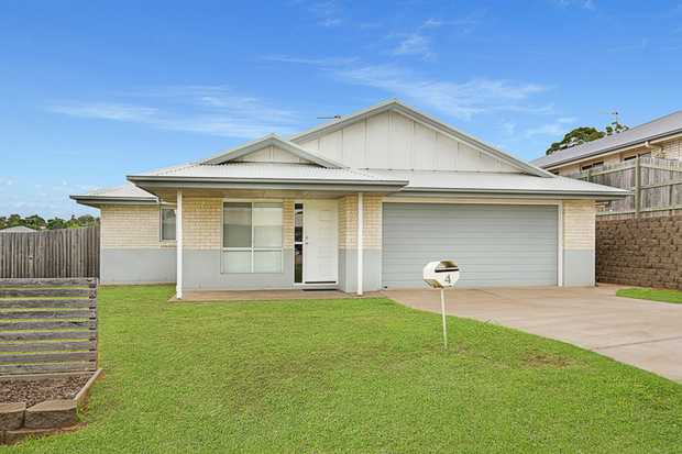 This lowset home with Colorbond roof is situated in a quiet cul-de-sac in Wilsonton.   Home featur...