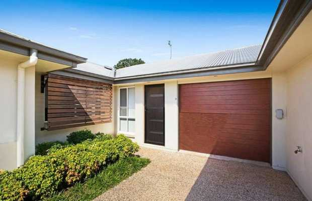 This quality unit is situated in a quiet & secure complex of 4 at the end of a peaceful cul de sac l...
