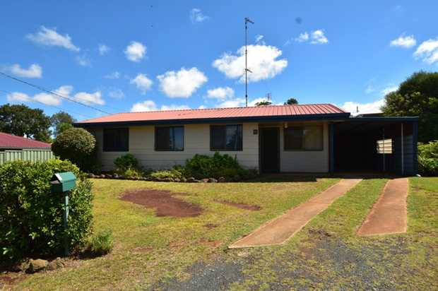 This lowset home set back from the road in Kearneys Spring is located in close proximity to the city...