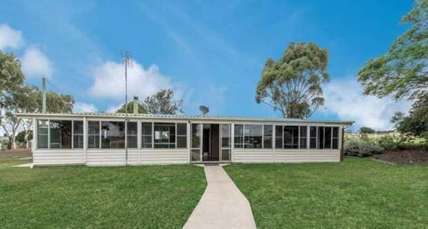 This tidy, lowset home located in Wellcamp offers tranquil surroundings with the CBD just minutes aw...