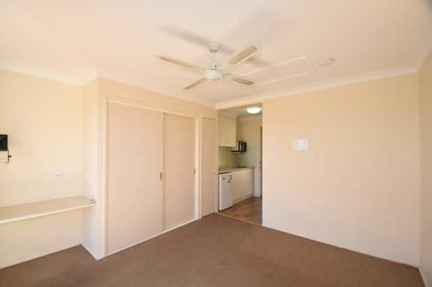 Come and take a look at this affordable and tidy bedsit which is located within a short distance to...
