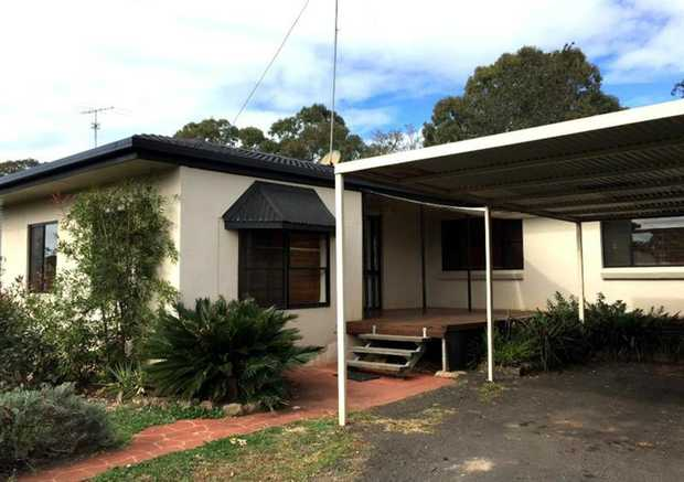 This semi lowset, brick rendered home located in Newtown which is ideally situated within minutes to...